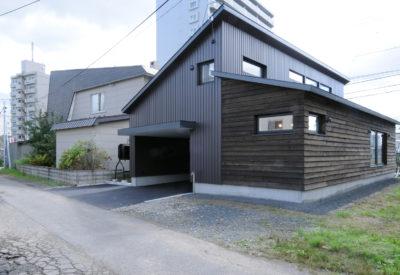 2方向からアクセスできる通り土間のある暮らし「通り家」の画像