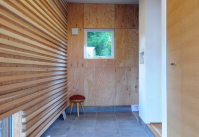 【小樽】細長い狭小地を活かし、コンパクトな住宅に暮らす「新通り沿いのいえ」の画像