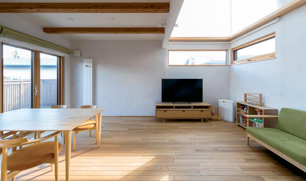 2つの箱を回遊式キッチンがつなぐ 明るく家事動線のスムーズな暮らし