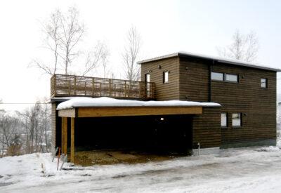 「ルーフバルコニーのある家」の画像